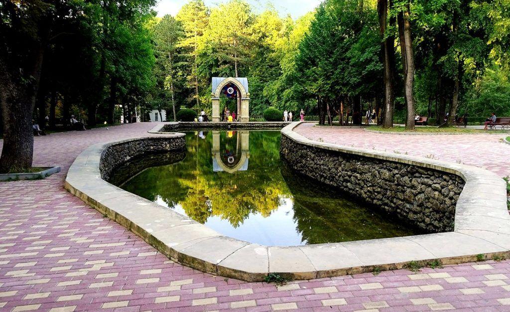 Зеркальный пруд и Стеклянная струя в Кисловодске