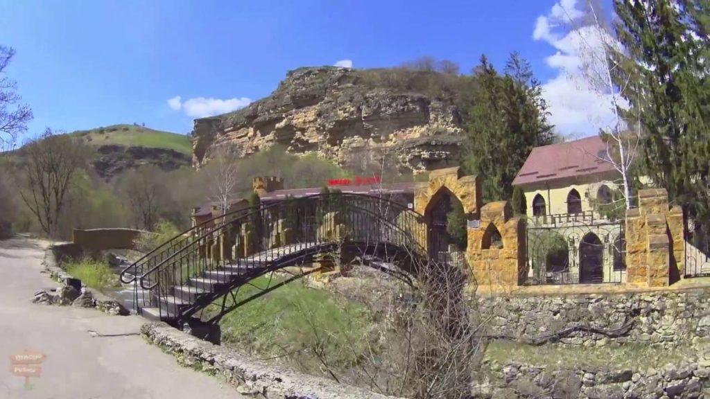 Замок коварства и любви - достопримечательности Кисловодска