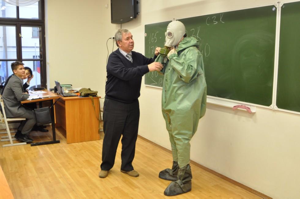 Работа бывшему военному учителем ОБЖ в школе